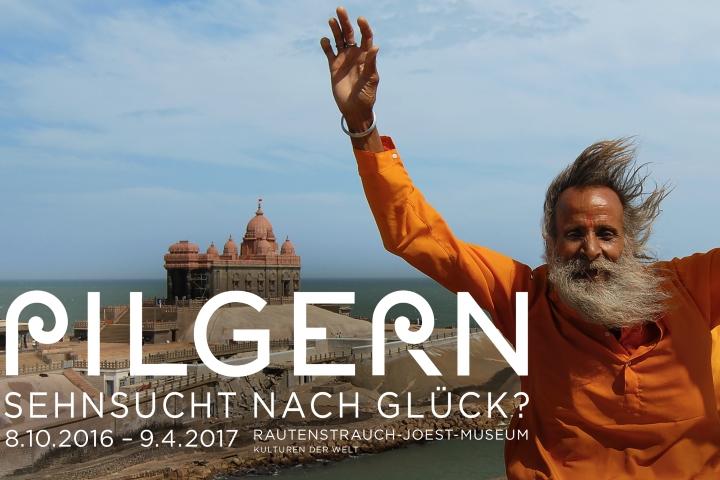 """Pilger am Kanyakumari-Tempel, Kap Komorin, Indien – das Key Visual zur Sonderausstellung """"Pilgern – Sehnsucht nach Glück?"""" Foto: Cornelia Mallebrein, 2006"""