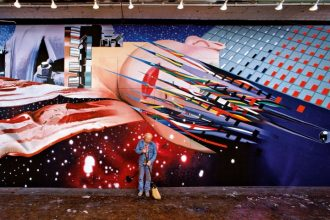 James Rosenquist bei der Arbeit an Star Thief (Sternenräuber), 1980 Art: © Estate of James Rosenquist/VG Bild-Kunst, Bonn 2017 Foto: © Estate of Bob Adelman/VG Bild-Kunst, Bonn 2017
